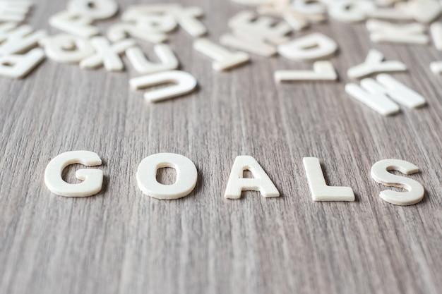 Goals słowo drewniane litery alfabetu. koncepcja biznesowa i pomysł
