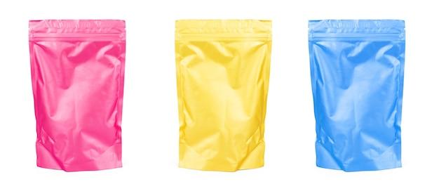 Golden blank doy-pack, doypack foliowe opakowanie na żywność lub napoje w torebce z zamkiem błyskawicznym. szablon opakowania z tworzywa sztucznego