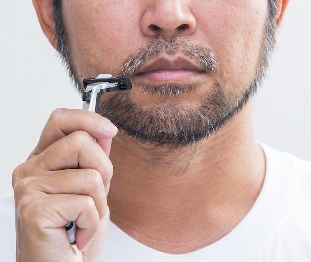 Golenie brody brzytwą