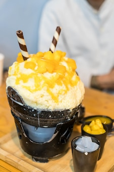 Golenie lodu mango