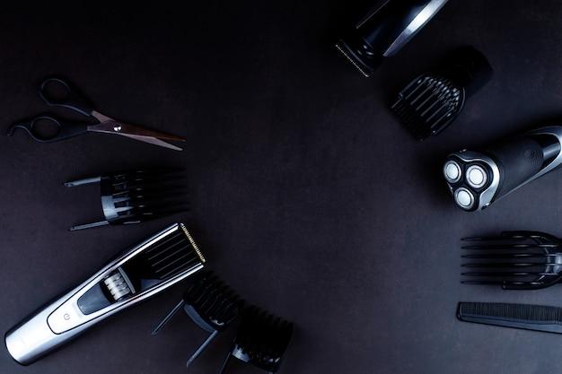 Golenie, maszynka do golenia, szczotka, grzebień, nożyczki, maszynka do strzyżenia i trymer do włosów.