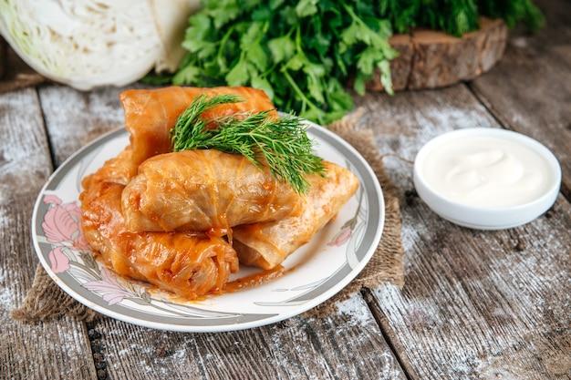 Golubtsy nadziewane mięsem kuchni rosyjskiej