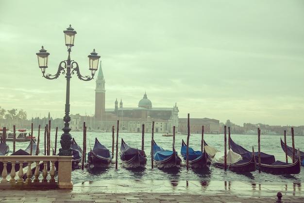 Gondola wokół kanału weneckiego, włochy