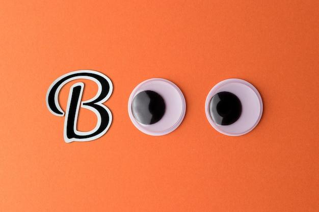 Googly oczy na pomarańczowym tle