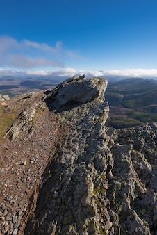 Góra krajobraz w pena francia, sławny miejsce przeznaczenia w salamanca, hiszpania.