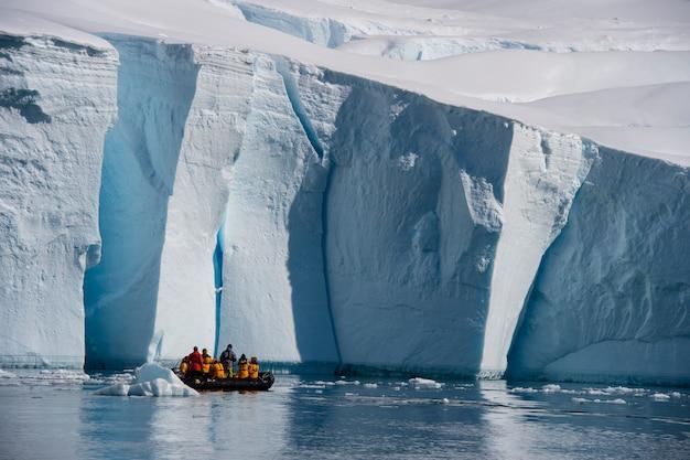 Góra lodowa u wybrzeży antarktydy