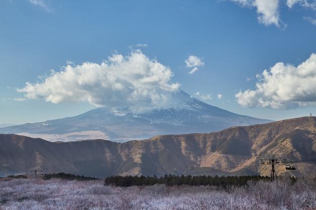 Góra w owakudani, kamieniołom siarki w hakone, japonia