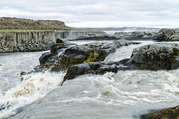 Góra wodospadu selfoss na islandii
