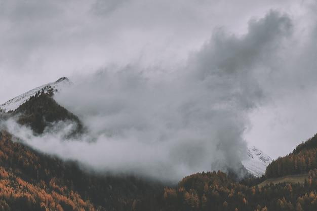 Góra z mgłą