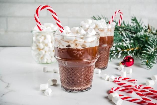 Gorąca czekolada miętowa z pianką