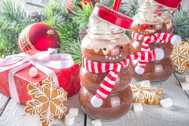 Gorąca czekolada w butelkach śmieszne bałwana z ptasie mleczko