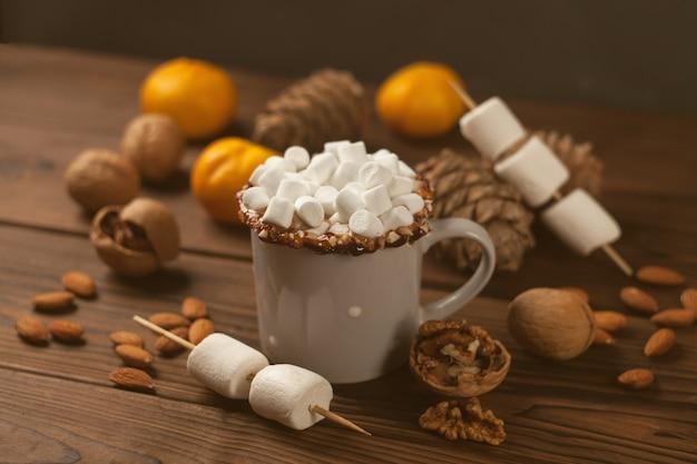 Gorąca czekolada z cukierkami marshmallow