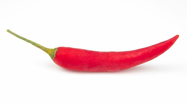 Gorąca czerwona świeża papryka na białej powierzchni