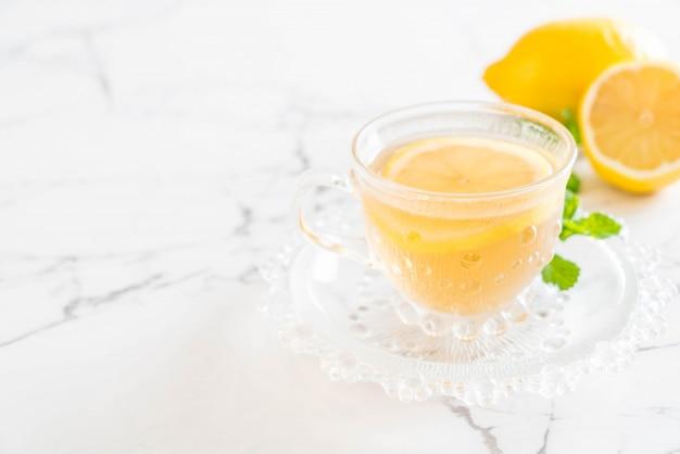 Gorąca herbata cytrynowa