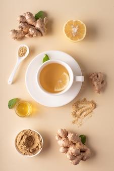 Gorąca herbata imbirowa z miodem cytrynowym i miętą
