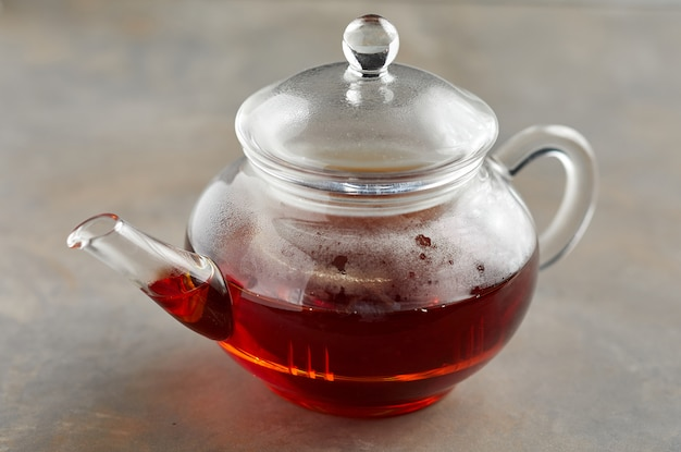 Gorąca herbata w czajniczku