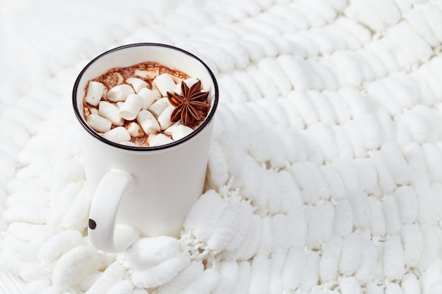 Gorące mleko kakaowe z pianką