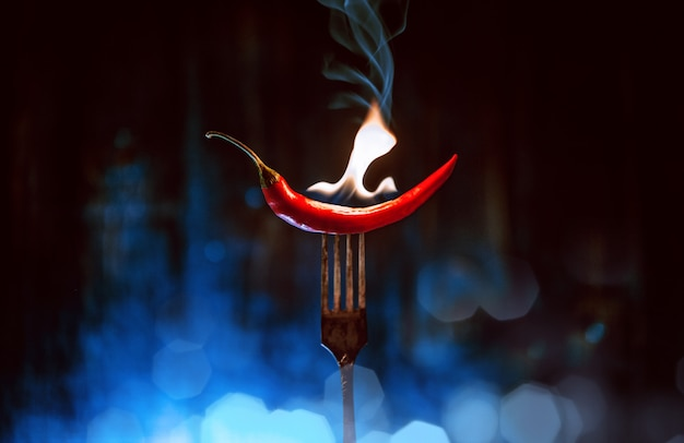 Gorąco chłodno na widelcu z ogniem