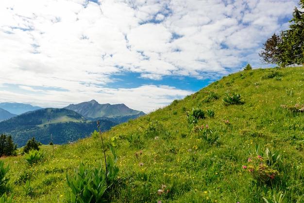 Górski krajobraz w alpach francuskich