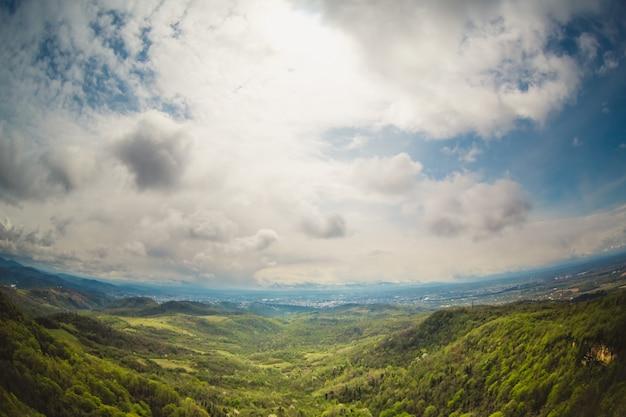 Górski krajobraz w gruzji