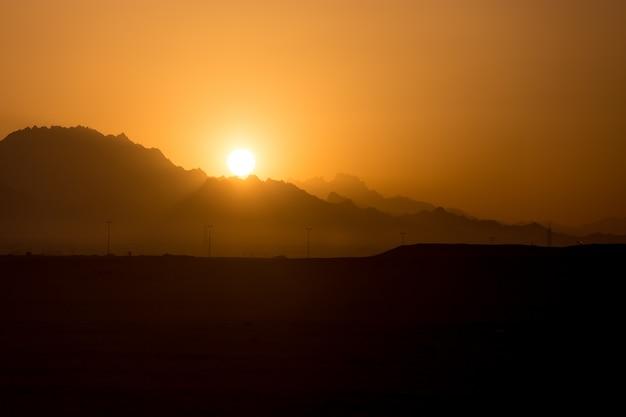 Górski zachód słońca