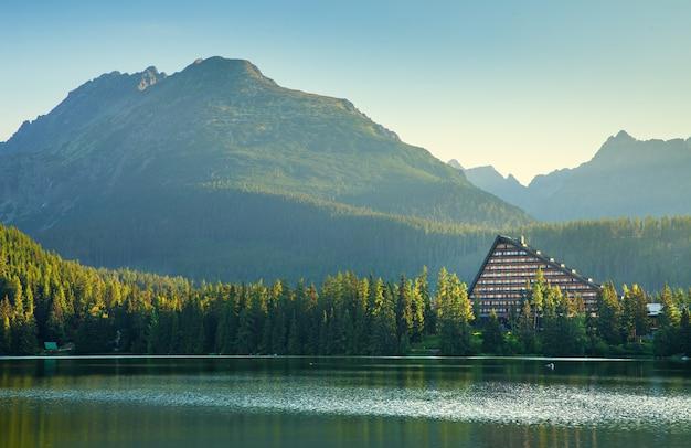 Górskie jezioro w tatrach wysokich