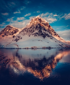 Górskie krajobrazy na antarktydzie