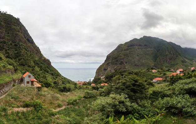 Górskie Krajobrazy Wyspy Madera Premium Zdjęcia