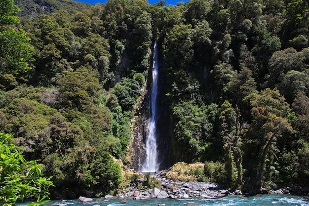 Góry i dolina wyspy południowej w nowej zelandii