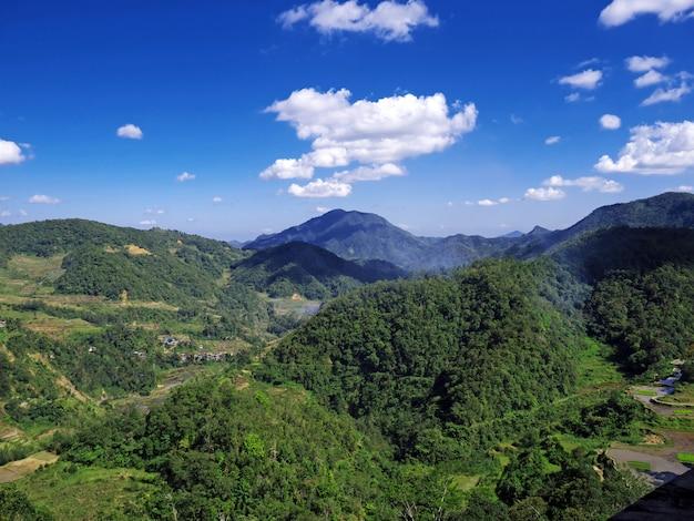 Góry i doliny w banaue, filipiny