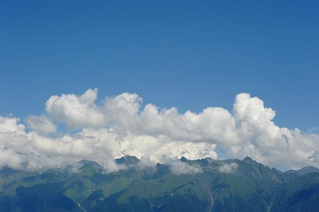 Góry kaukazu w pobliżu rosa khutor, soczi, rosja