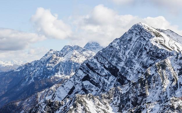 Góry róży szczyt w jesieni, sochi, rosja
