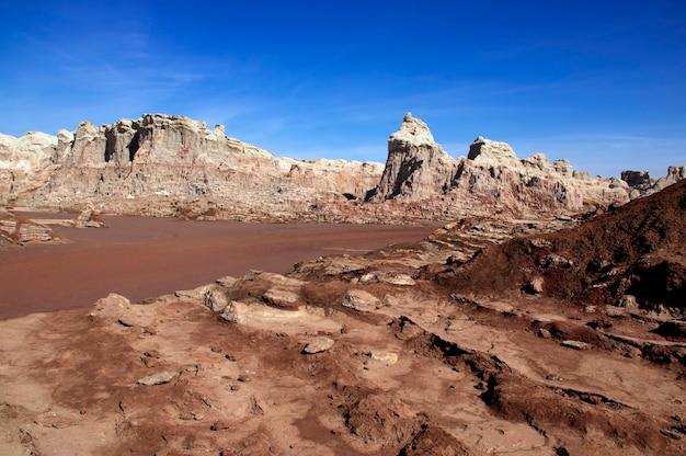 Góry solne wulkanu dallol w etiopii. region daleki. afryka