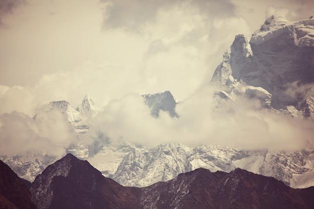 Góry w regionie sagarmatha, himalaje