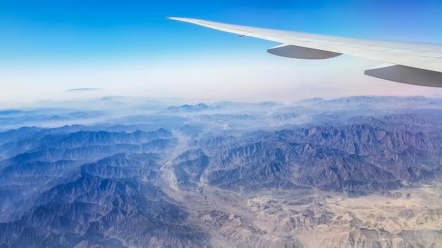 Góry widziane z górnego rogu i widzą piękno gór omanu.