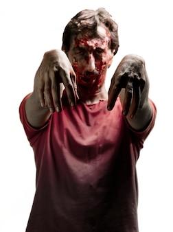 Gory zombi z czerwonej koszulce