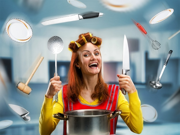 Gospodyni domowa w kuchni
