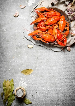Gotowana raki z przyprawami i ziołami