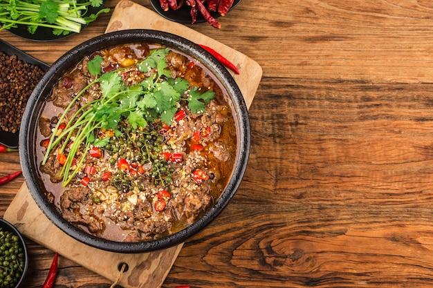 Gotowana wołowina z chińską kuchnią syczuańską