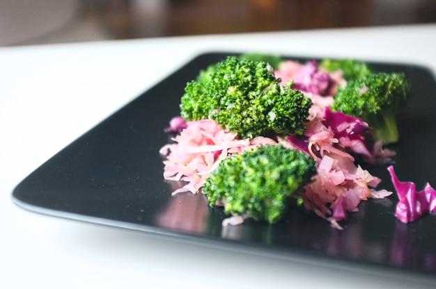 Gotowane brokuły i czerwona kapusta