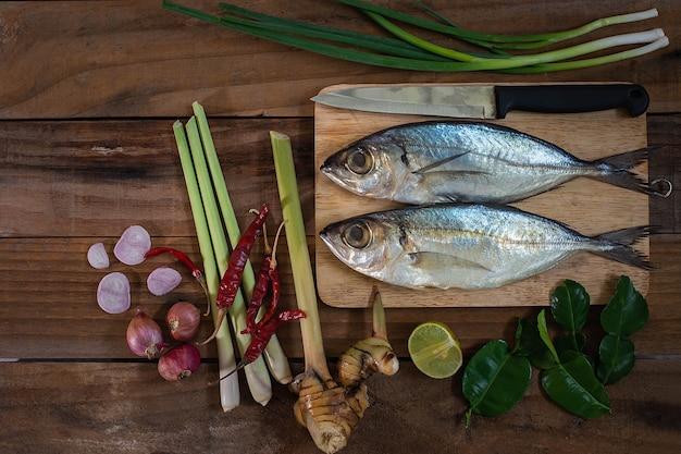 Gotowane makrele i ziołowe gotowanie