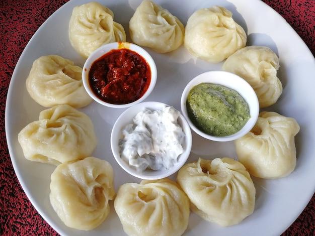 Gotowane na parze tradycyjne nepalskie pierożki momos