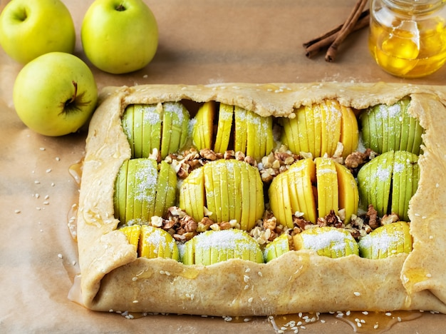 Gotowanie domowych sezonowych francuskich ciasteczek jabłkowych
