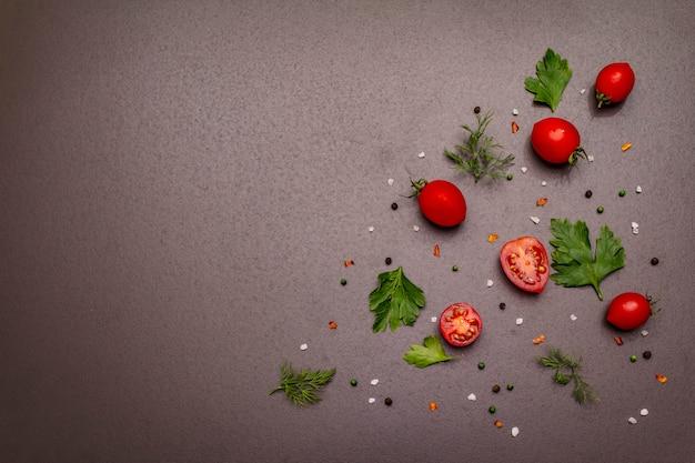 Gotowanie koncepcja żywności. świeże warzywa, przyprawy, zioła