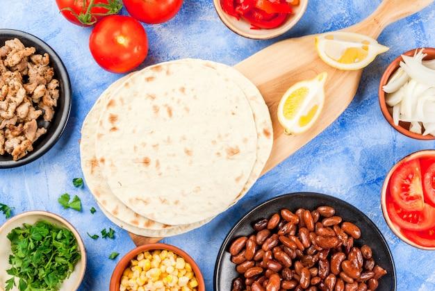 Gotowanie meksykańskiego jedzenia, burrito