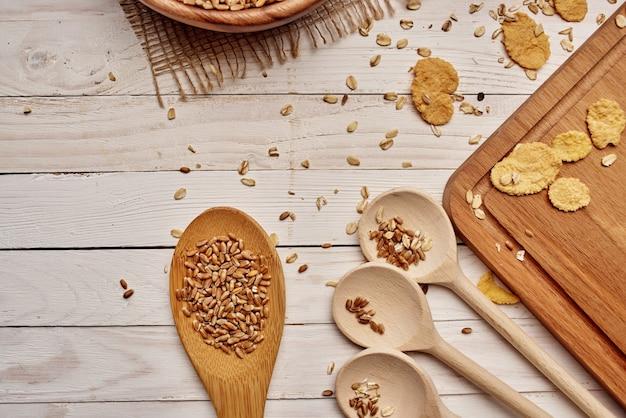 Gotowanie zbóż produkt ekologiczny jedzenie drewno tło