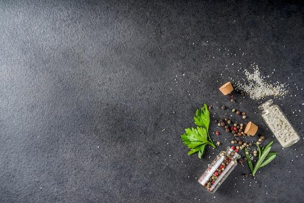 Gotowanie żywności tło z ziół, oliwy z oliwek i przypraw