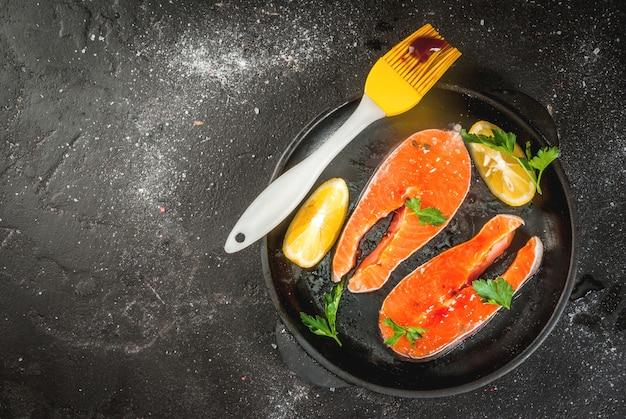 Gotowe na grillowane steki z łososia