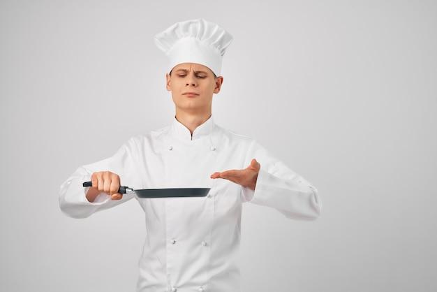 Gotuje na patelni gotując jedzenie w gorącym sklepie