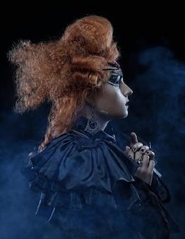Gotycka czarownica. ciemna kobieta. obraz halloween.